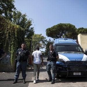 """Roma, Tiburtino III: """"Migranti bloccati in chiesa da gruppi di estrema destra"""""""