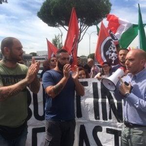 """Roma, Tiburtino III. Blitz di CasaPound in municipio: """"Chiudere il centro accoglienza"""""""