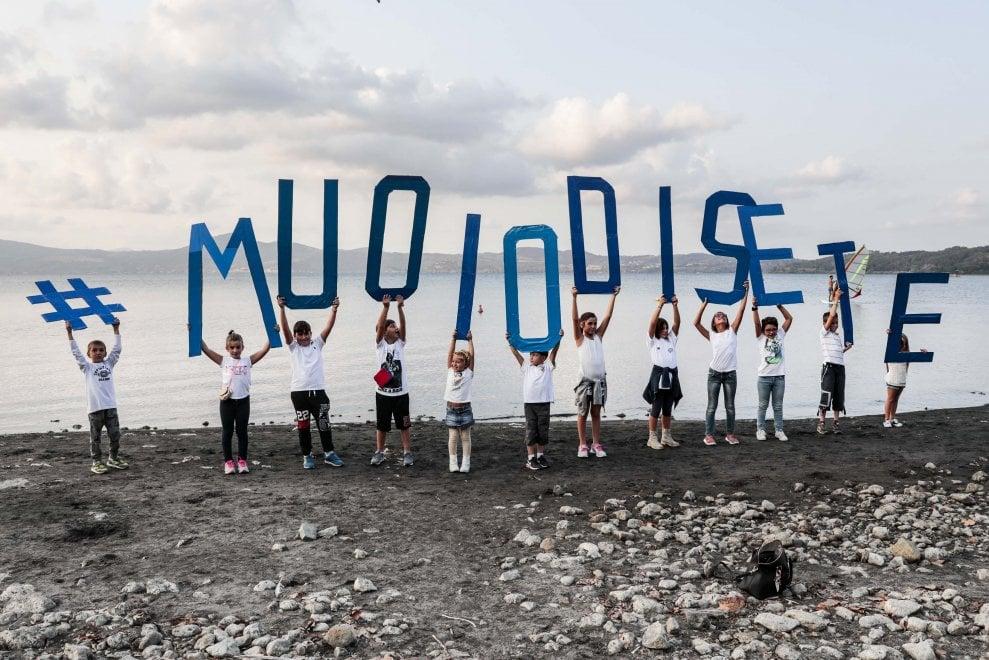 """Bracciano, flashmob dei residenti per """"salvare il nostro lago"""""""