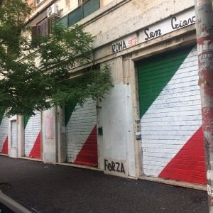 "Rome, Forza Nuova occupies buildings in Ater in San Giovanni.  ""Italian for lunch"""