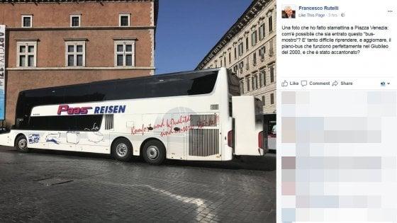 """Bus turistici nel centro di Roma, la polemica di Rutelli: """"Come è possibile lasciarli entrare?"""""""
