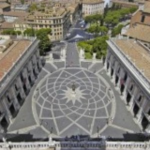 Roma, turista belga denuncia tentativo di stupro sulle scale del Campidoglio
