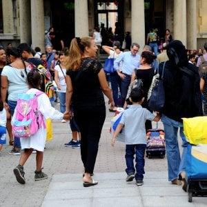 Lazio, rientro a scuola con meno studenti ma più sezioni. E aumentano gli alunni stranieri