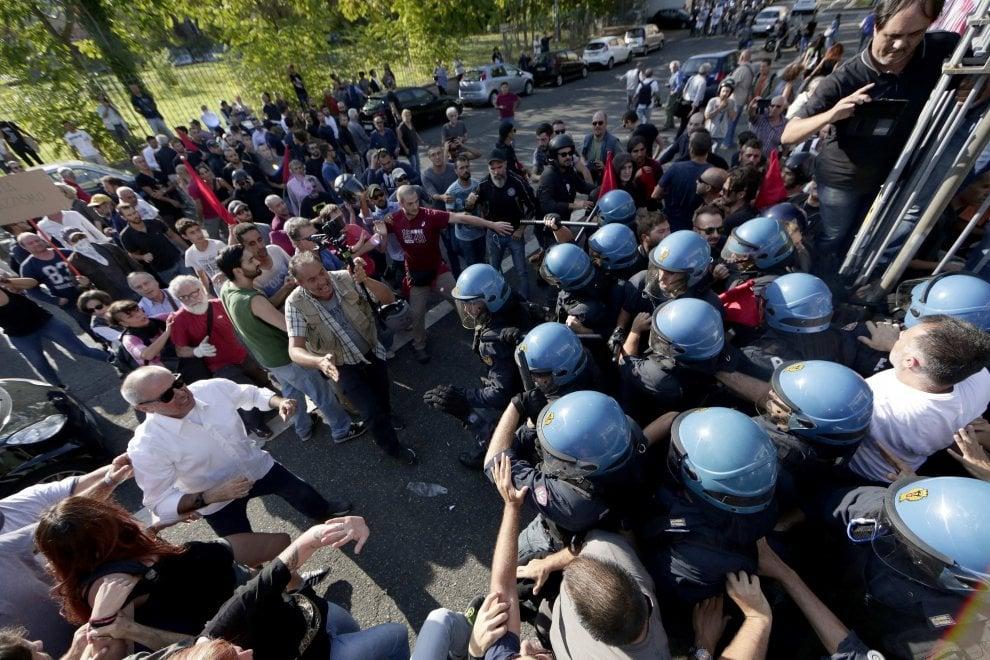 Roma, migranti al Tiburtino III: scontri tra CasaPound e militanti di sinistra