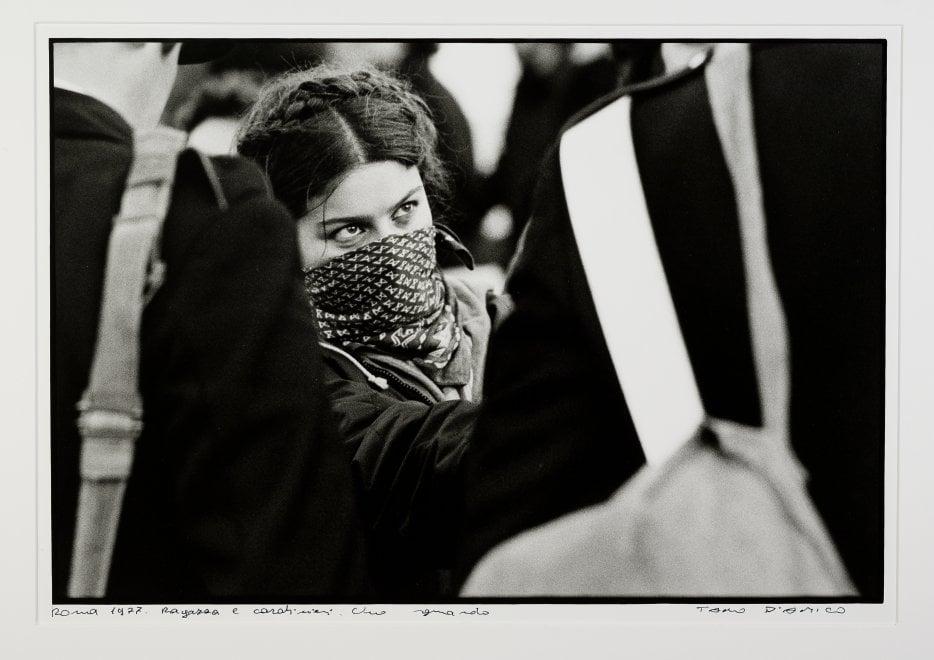 Facce, feste e opposizione, il movimento del '77 negli scatti di Tano D'Amico in mostra a Roma