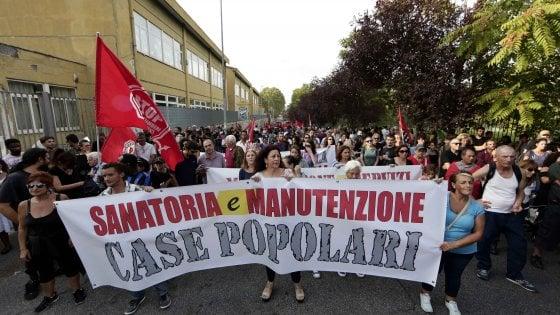 """Roma, dopo gli incidenti corteo dei movimenti al Tiburtino III: """"Casa, lavoro e diritti sociali"""""""
