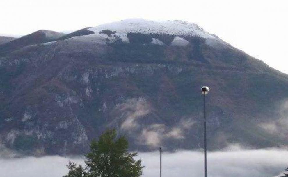 Con la neve riappare la scritta Dux cancellata dall'incendio sul Monte Giano