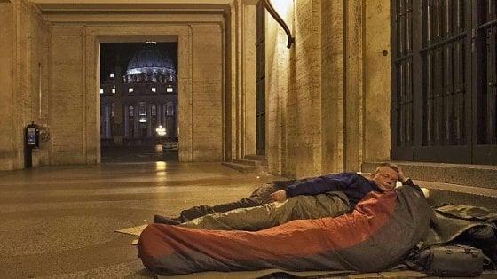Vaticano, clochard allontanati da piazza San Pietro per ragioni di decoro e sicurezza