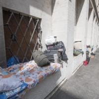 Piazza San Pietro, gli alloggi dei senzatetto tra turisti e fedeli
