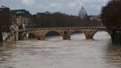 """Tevere, l'Autorità di bacino scrive a Raggi  """"A rischio alluvione 250 mila romani"""""""