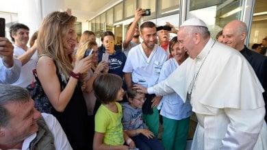 Ardeatina, il Papa visita a sorpresa  la Fondazione Santa Lucia   Foto
