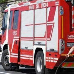 Roma, a Prati un ramo cade e si conficca nel parabrezza di un'auto: illeso il conducente