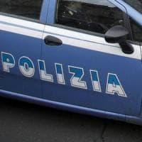 Roma, picchia, sequestra e lascia senza cibo la convivente: arrestato 32enne