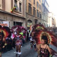 Roma, duemila persone in strada per il carnevale di San Lorenzo gemellato con Londra