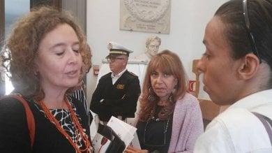 """Maestra precaria protesta in Campidoglio: """"Raggi mi vuole licenziare"""""""
