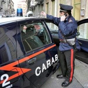 Roma, picchia genitori disabili per avere soldi: arrestato