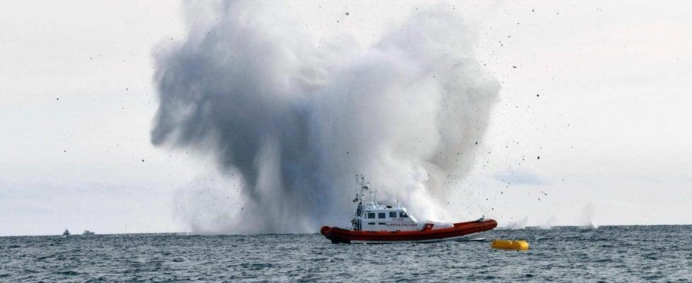 Terracina, aereo militare precipita in mare durante air show: recuperato il cadavere del pilota