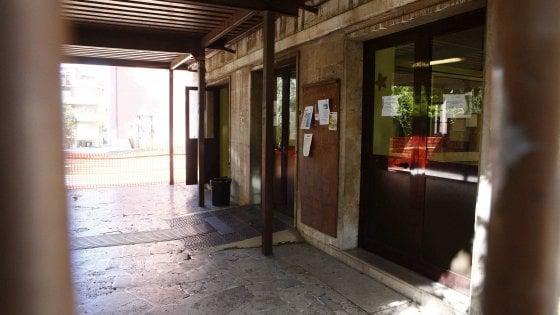 Roma, amianto alla scuola Crispi: rimandati a casa 700 alunni