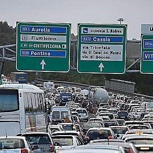 Roma, incidente sul Gra: muore motociclista