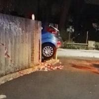 Ostia, malore mentre è alla guida: sfonda il muro dell'ospedale e muore