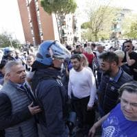 Roma, scontri tra polizia e neofascisti: volevano impedire ingresso nella casa popolare a famiglia italo-etiope