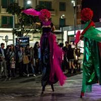 Acrobati, trampolieri e giocolieri: l'arte di strada protagonista a Centocelle