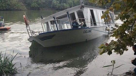 Roma, battello turistico con 70 persone a bordo rischia di affondare nel Tevere