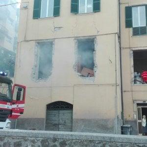 Velletri, esplosione in una palazzina: un morto e due feriti lievi