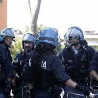 Roma, militanti di Forza Nuova tentano di bloccare sgombero di una casa popolare occupata