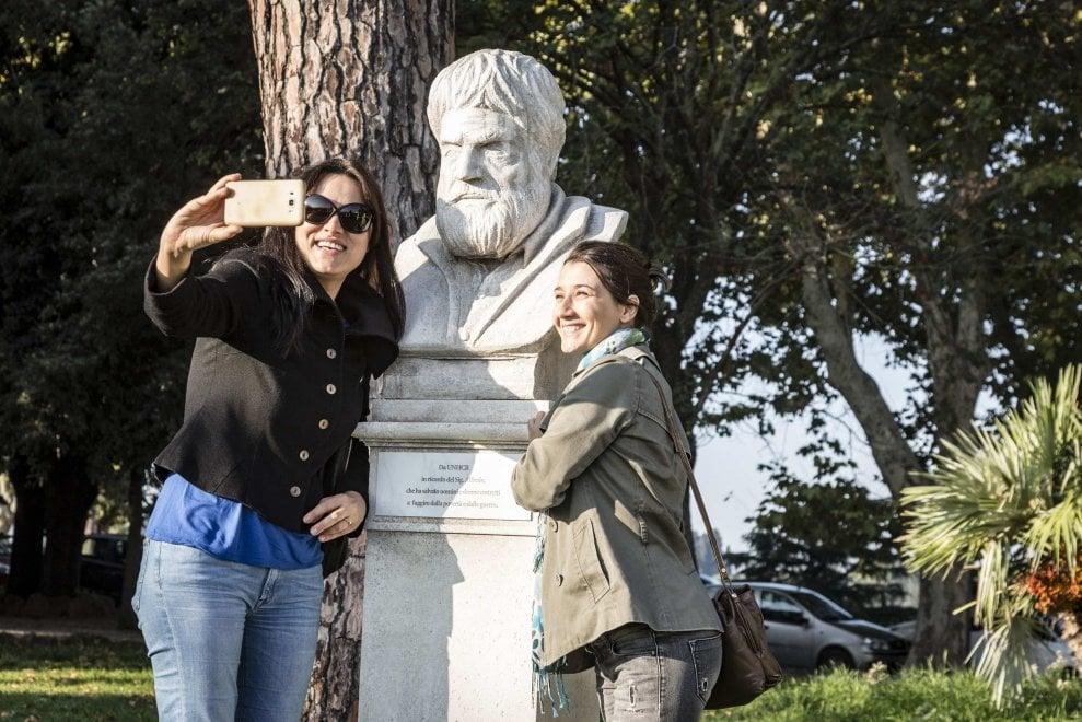 Roma, gli eroi della solidarietà tra i busti dei grandi italiani al Gianicolo