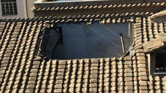 Crolla il tetto, paura nel liceo Virgilio a Roma