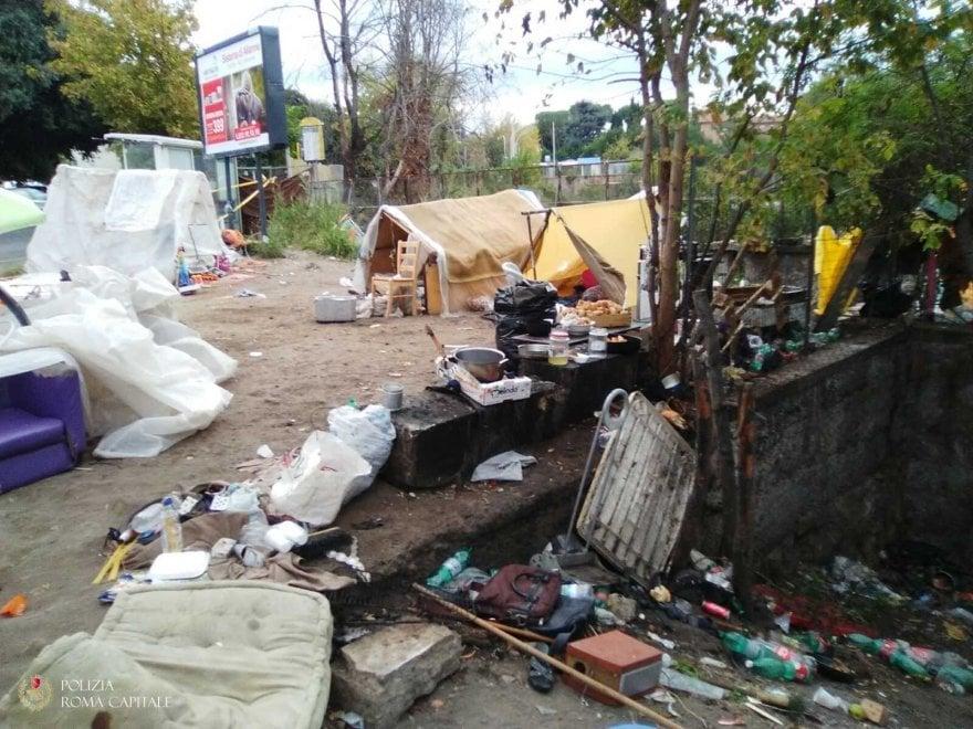 Eur, smantellati cinque insediamenti abusivi sulla Colombo e vicino alla metro Marconi