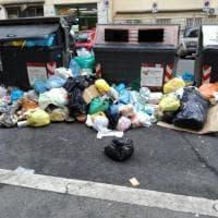 Roma, emergenza rifiuti al Tuscolano e al Tiburtino: ecco le foto dei lettori