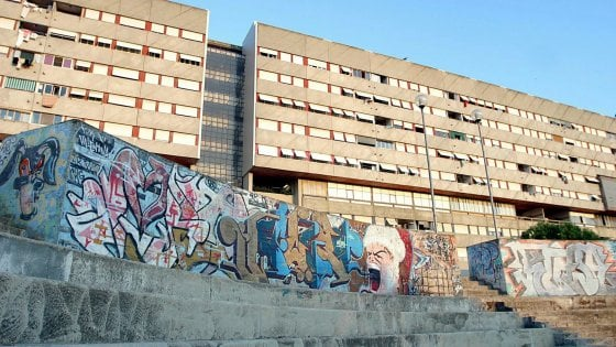 """Roma, Corviale tra abusivi e droga: il chilometro di cemento dove detta legge """"er Palletta"""""""
