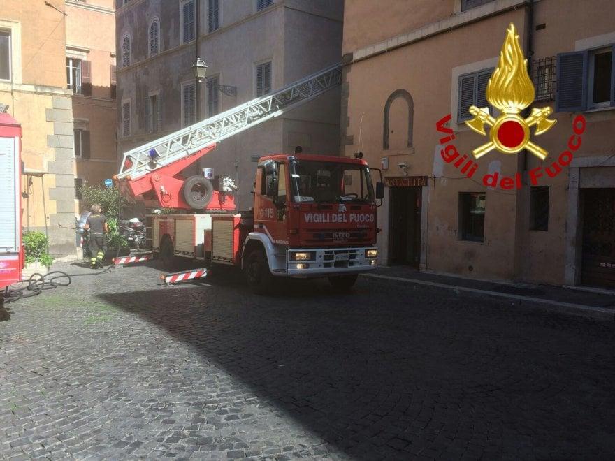 Roma, in fiamme appartamento di Gianni Rivera in via dei Coronari