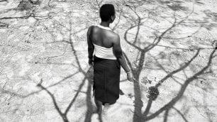 Burkinabè, la terra  foto  delle donne sospese