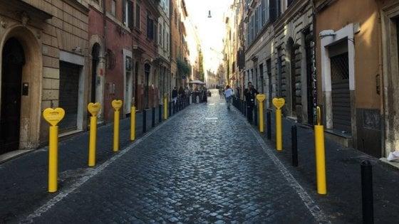 Roma, pubblicità abusiva sui paletti pedonali: per Vueling multa da 50 mila euro