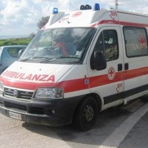 Roma, furgone finisce contro camion sul Gra: un morto