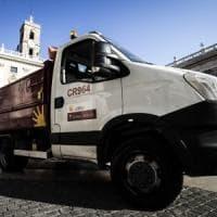 Consiglio straordinario su rifiuti, bagarre in Campidoglio: espulso Pelonzi. Gennaro nuovo assessore Partecipate