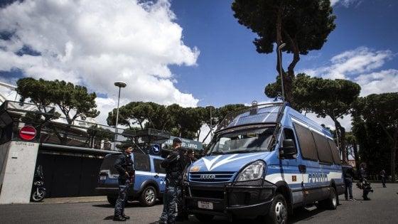 Rivoluzione in via del Corso: Telecamere dossi e fioriere. Ecco il nuovo piano di sicurezza, il via nel giorno delle 13 manifestazioni a Roma