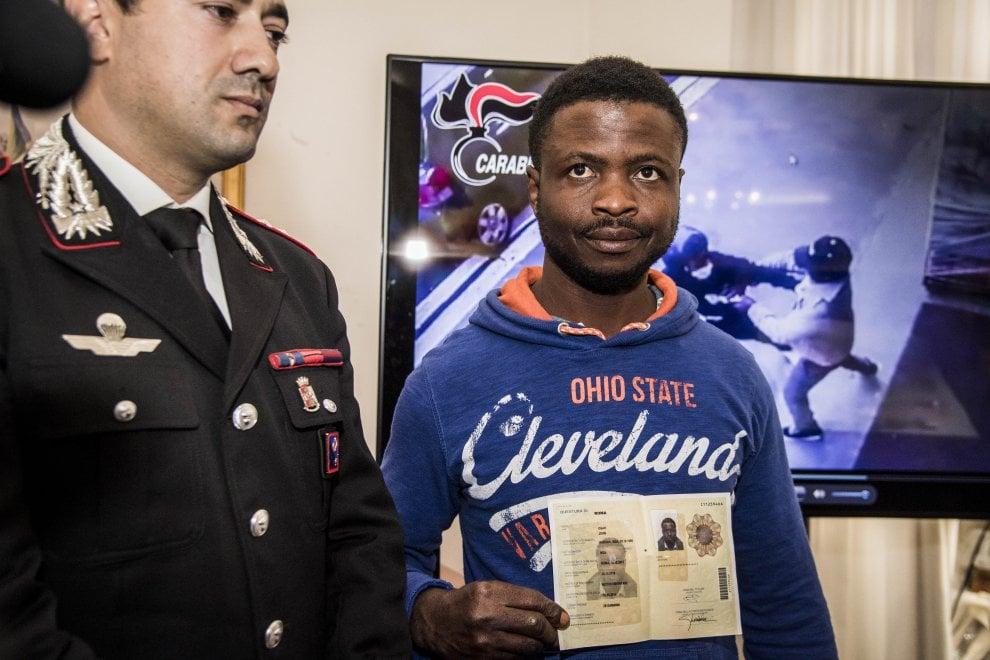 Disarmò e fece arrestare rapinatore con la mannaia: permesso di soggiorno per il migrante eroe a Roma