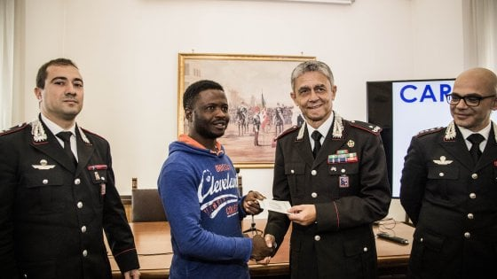Roma disarm e fece arrestare rapinatore con la mannaia for Viaggiare con ricevuta permesso di soggiorno 2017
