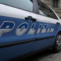 Roma, anziano scalzo si perde in via Nazionale: la polizia lo riconsegna