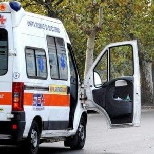 Roma, auto contro taxi e Ncc a Ostiense: 4 feriti. Uno grave