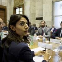 Roma, incontro Raggi-Calenda: nasce la cabina di regia. Proteste dei lavoratori