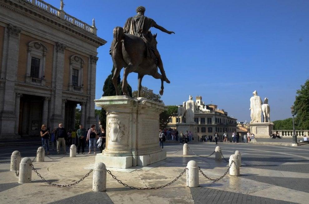 Roma, atto vandalico sulla statua del Marco Aurelio