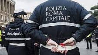 Inchiesta chiusa per 18 vigili accusati di aver taglieggiato venditori ambulanti