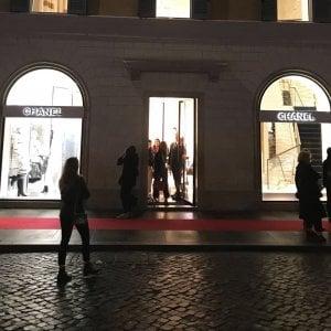 """Roma, Usb: """"Da Chanel commesse insultate."""" La griffe: """"Valuteremo le accuse"""""""