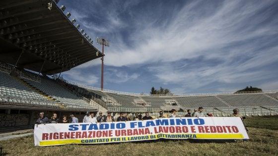 """Roma, disoccupati fanno irruzione nello stadio Flaminio: """"A noi la manutenzione"""""""