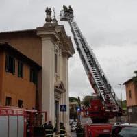 Roma, cadono stucchi dalla facciata chiesa Quo Vadis sull'Appia Antica